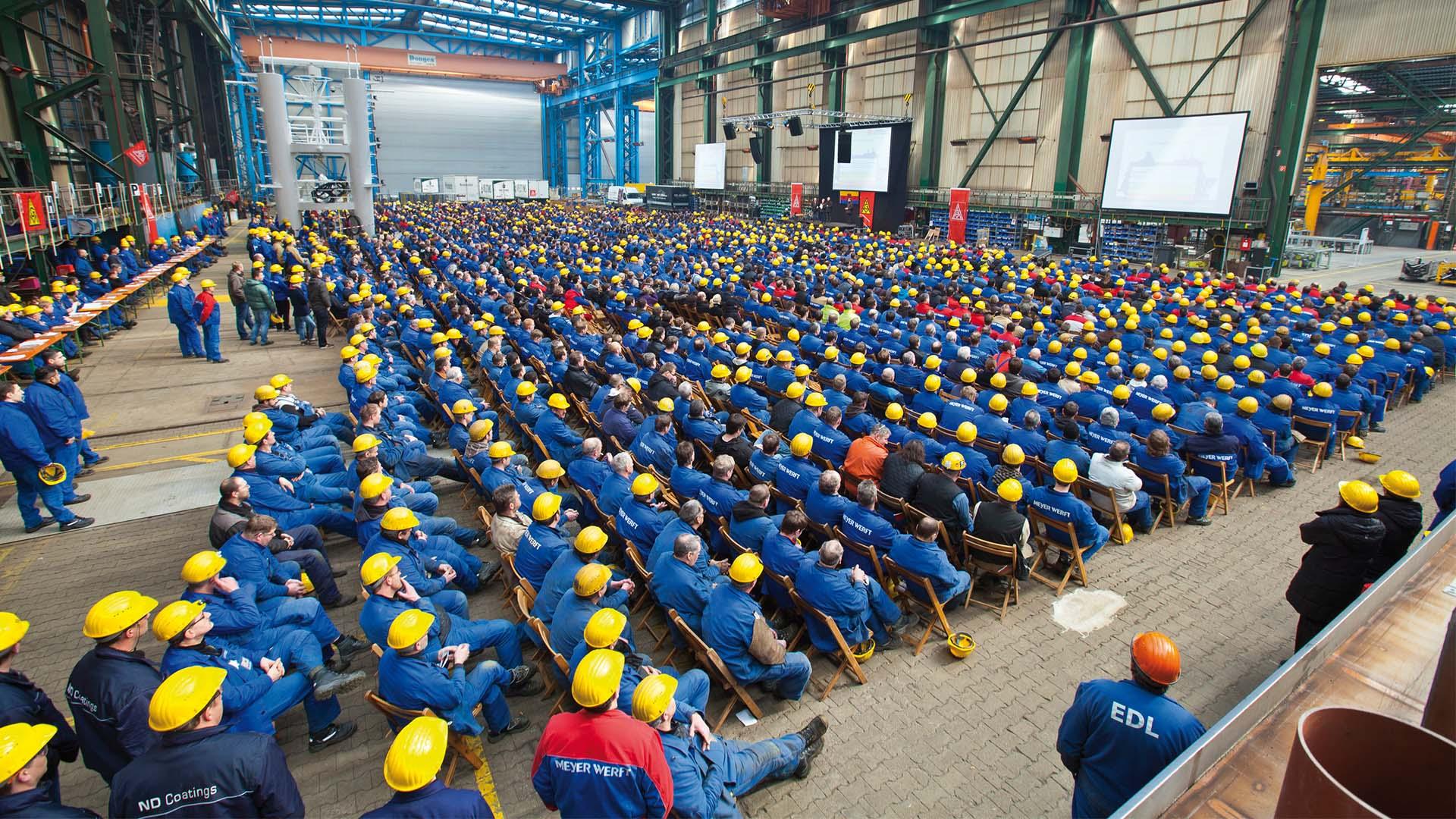 Wenn die Meyer Werft zur Betriebsversammlung ruft, müssen nicht extra große Hallen gemietet werden. © Meyer Werft