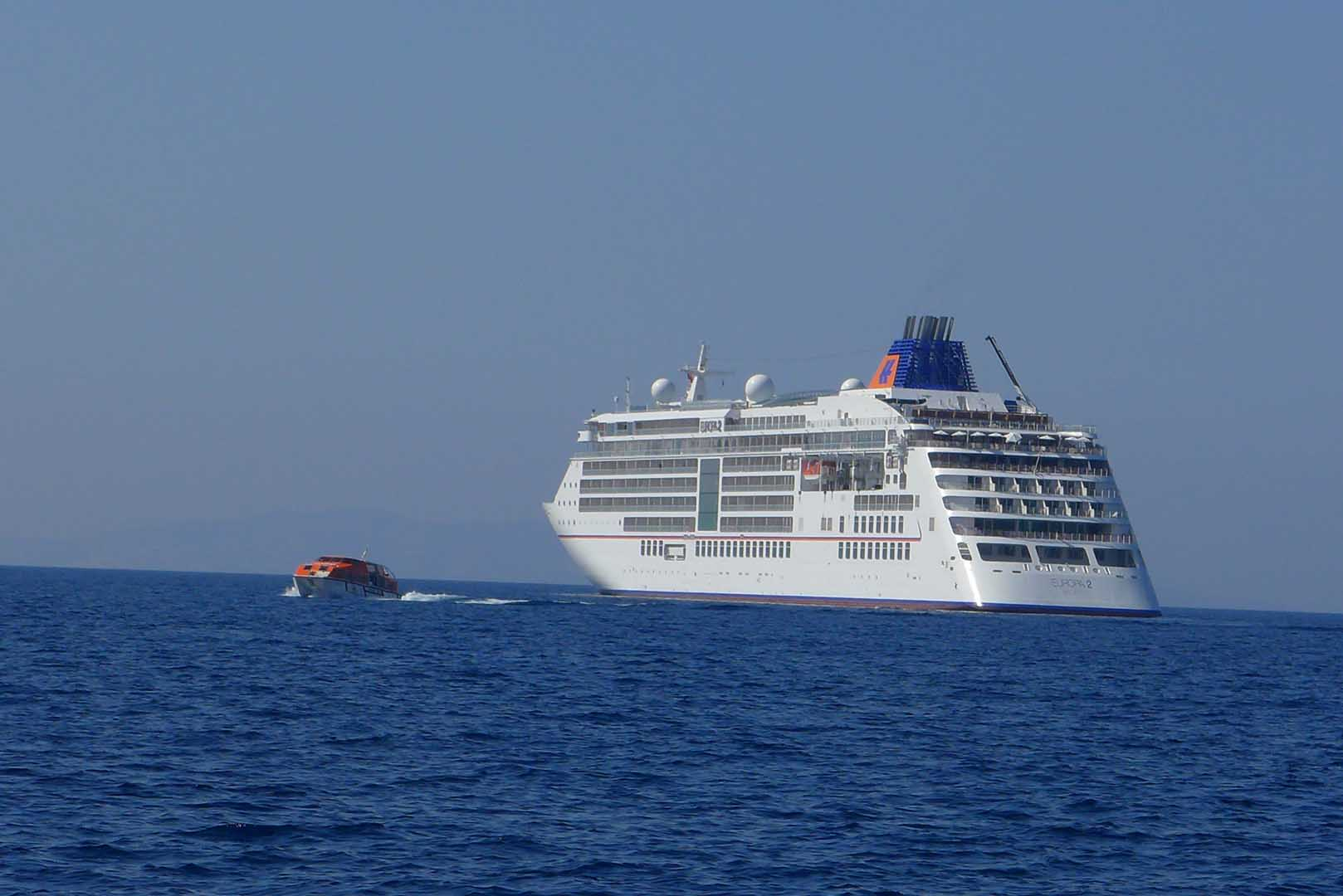 MS Europa 2 mit Tenderboot