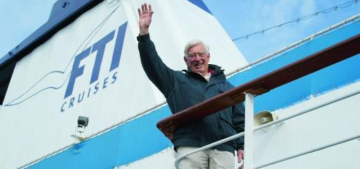 """FTI Cruises begrüßte den ehemaligen TV-Kapitän des """"Traumschiff"""" Siegfried Rauch an Bord der MS BERLIN"""