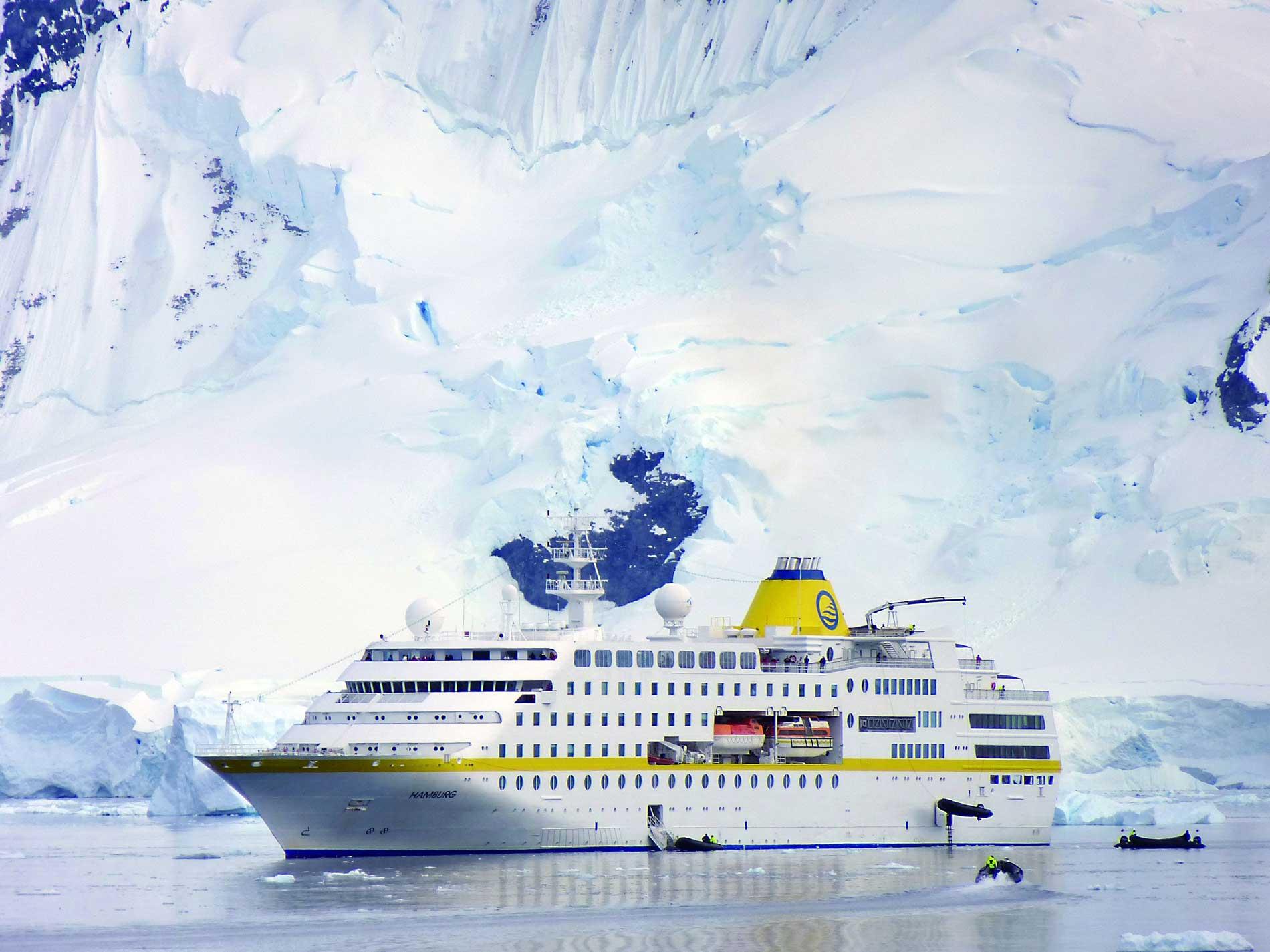 Die MS HAMBURG in der Antarktis. © PLANTOURS Kreuzfahrten / Maike Tonding