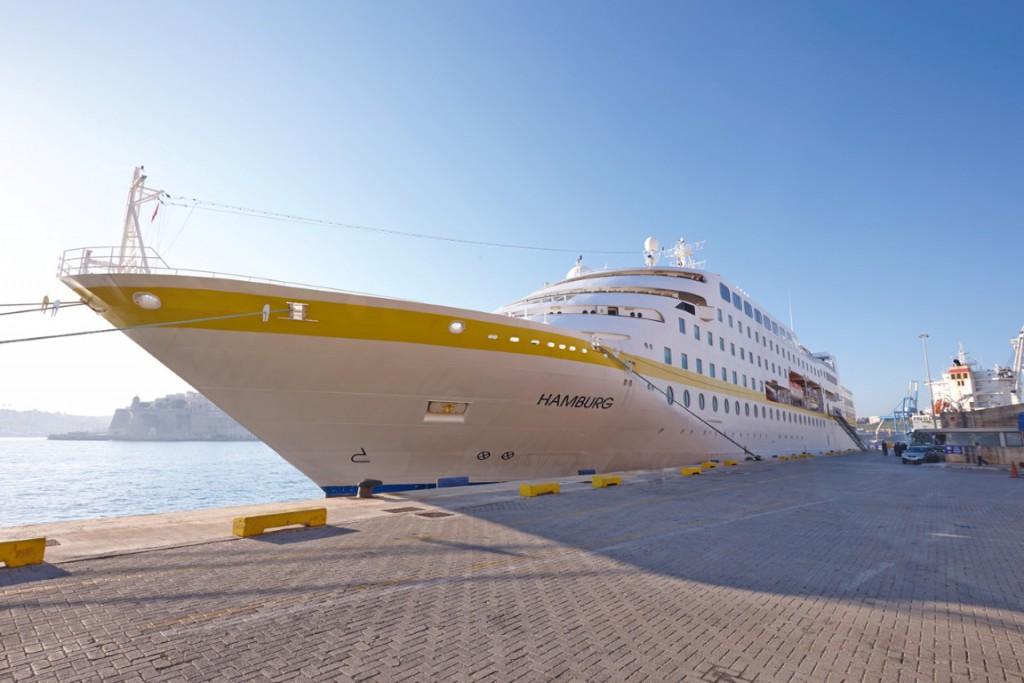 Die MS Hamburg in Malta (Copyright: PLANTOURS Kreuzfahrten)